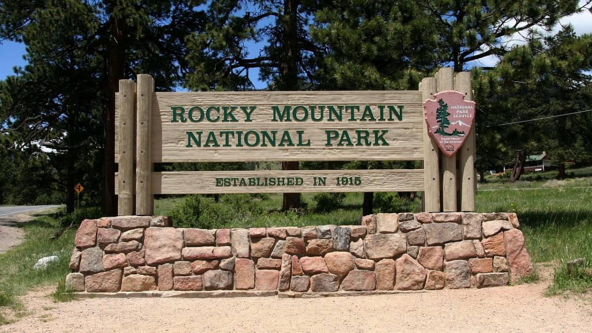 Sign at the entrance of Rocky Mountain National Park