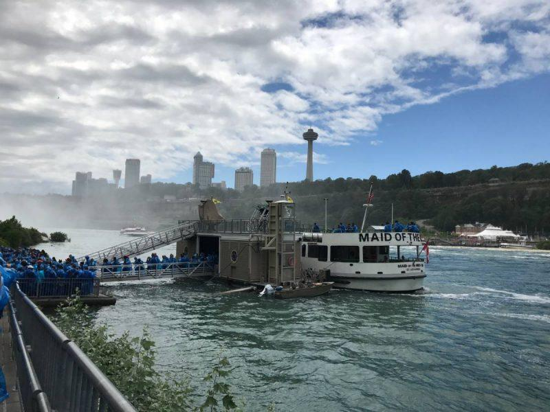 People boarding the Maid of the Mist