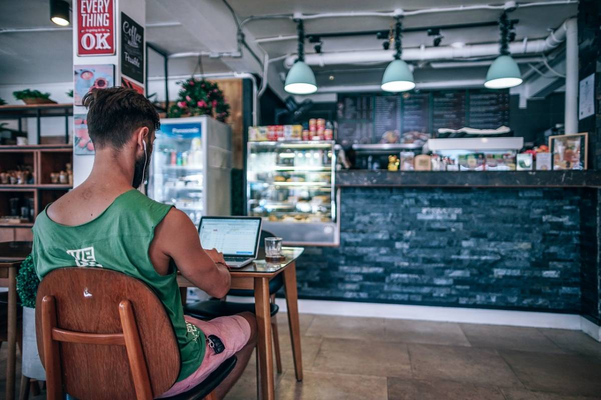 How Travel Bloggers Make Money: 12 Ways to Monetize Your Website