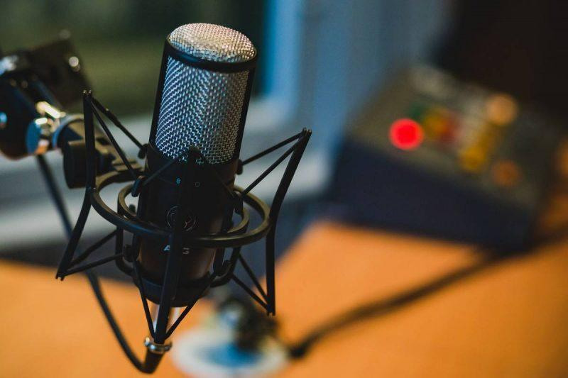Podcast microphone How to Make Money as a Blogger