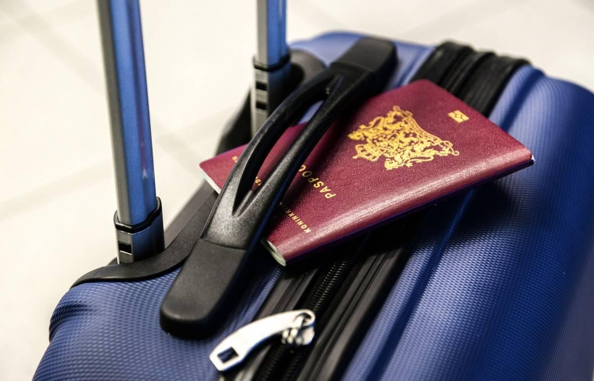 7 Flight Alert Programs for Canadians, Australians & Travelers Living Outside the United States