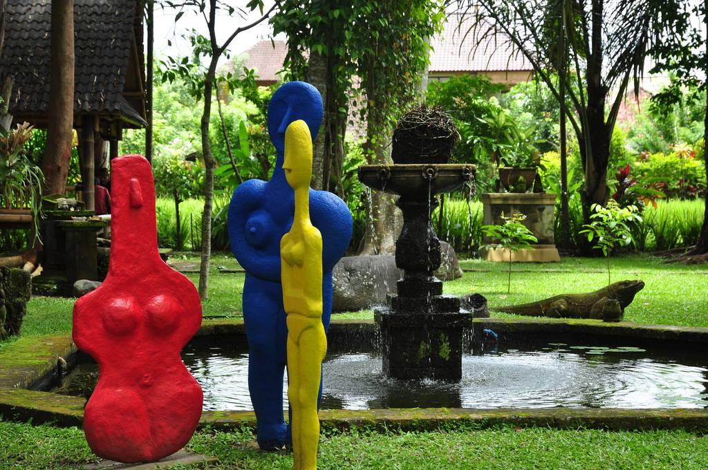 Outdoor statues in Ubud museum