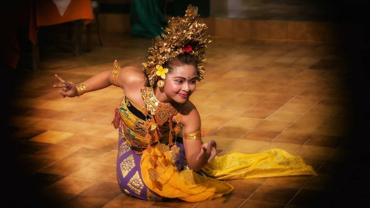 Dancer on stage in Ubud