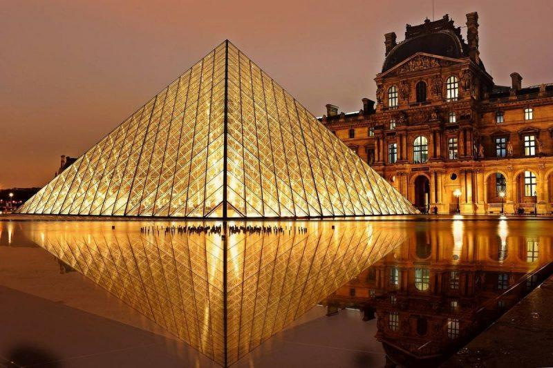 Louvre at night travel freebies