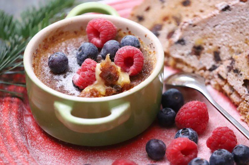 Creme brûlée with berries