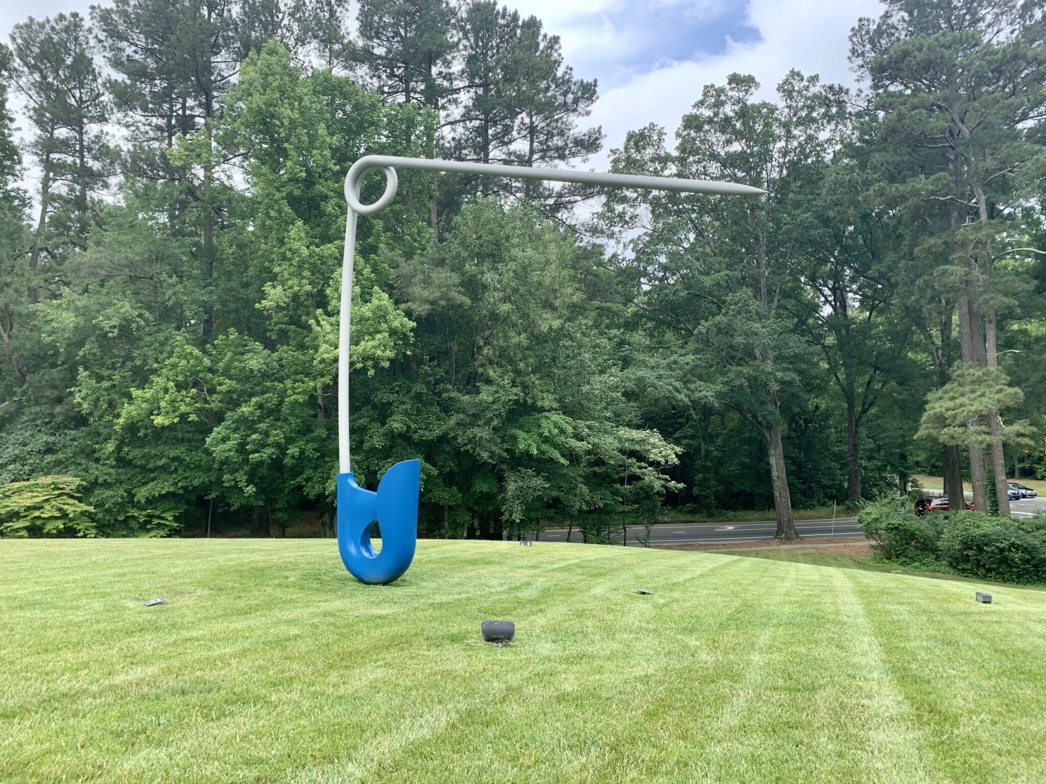 Giant safety pin statue
