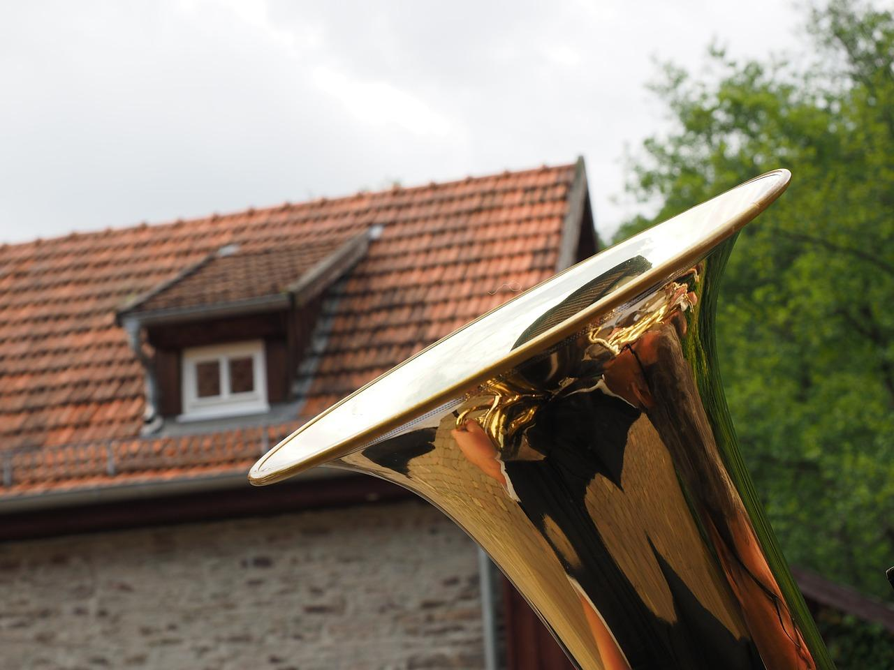 Tuba in front of a house